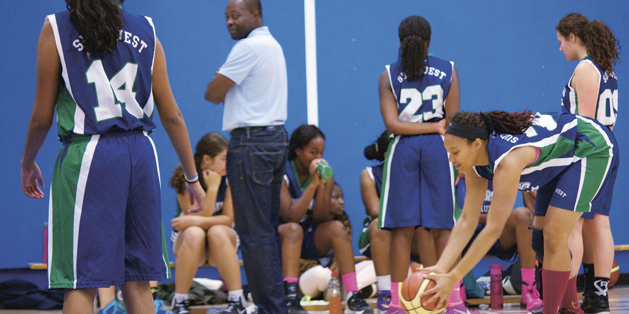 Stephan Fouejieu : Carburer au basketball féminin