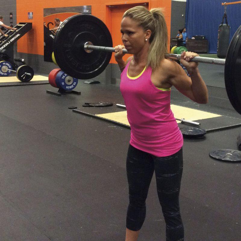 Une  maman dans le gym perfo