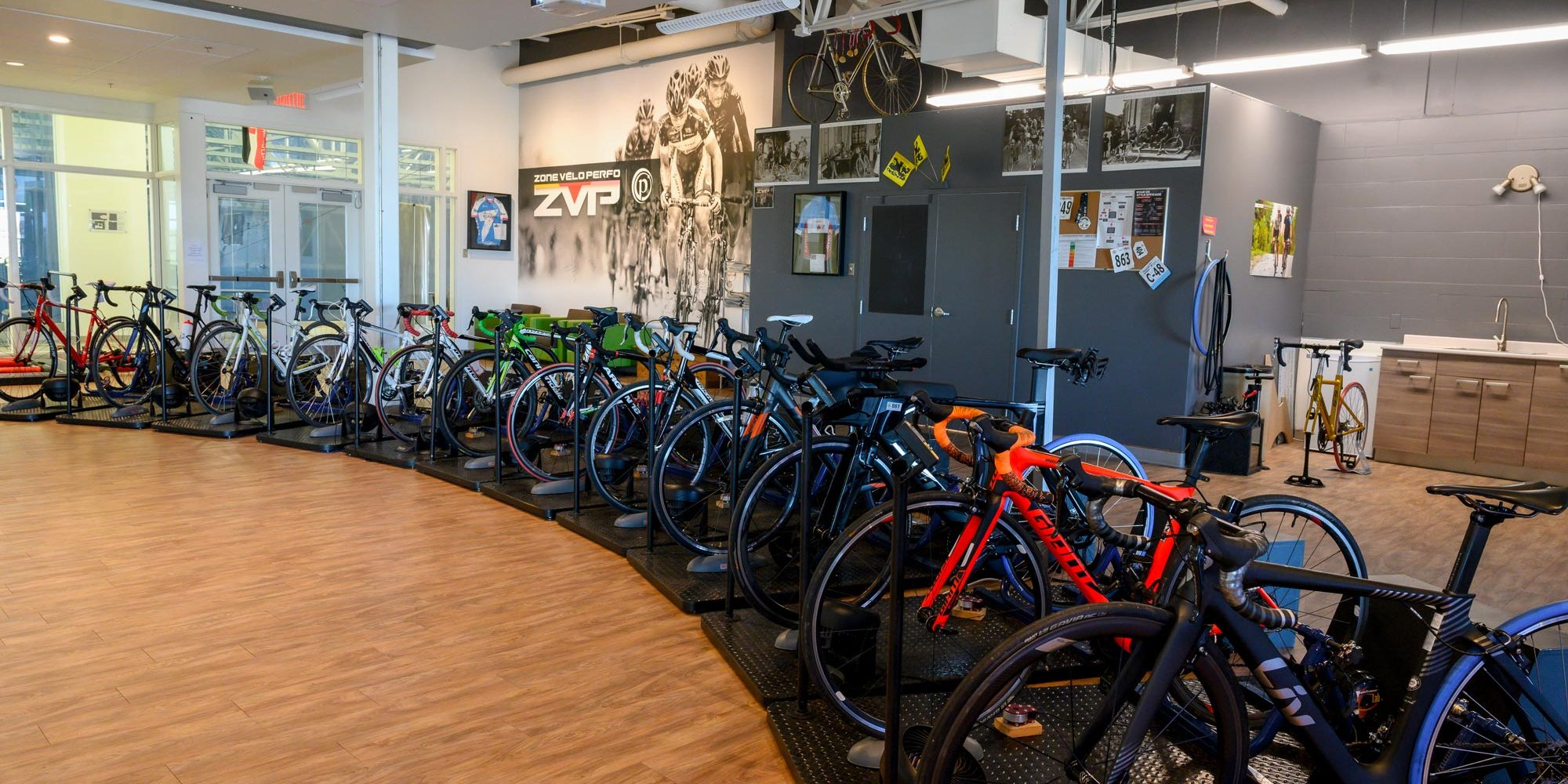 Zone Vélo Perfo-12 stations de computrainer